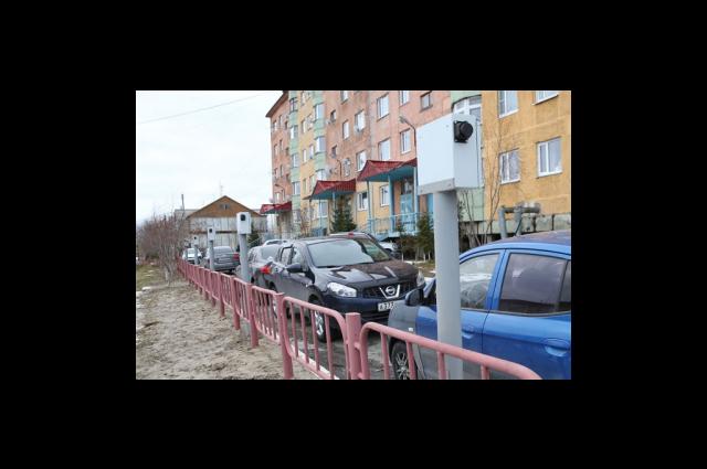 В одном из дворов Лабытнанги появились электроколонки для подогрева машин зимой