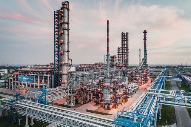 Омский НПЗ является одним из крупнейших нефтезаводов России.