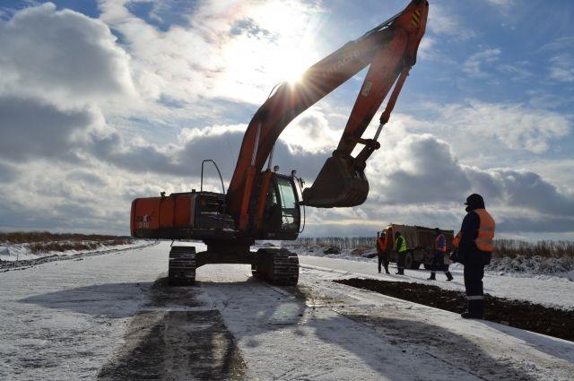 12 из 17,5 км участка автомагистрали готовы «в бетоне», 8 км укрыты двумя слоями асфальта, земляное основание готово для 15,5 км дороги.