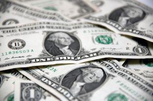 Сейчас под давлением находится не только рубль, но и доллар, хоть он и остаётся сильной валютой..
