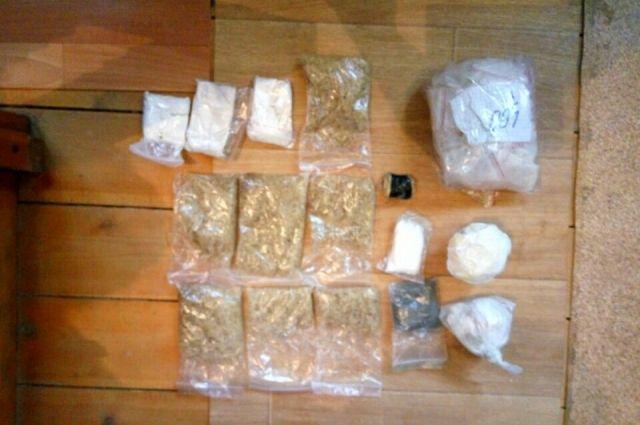 В Тобольске осудили курганца за покушение на сбыт более 1,7 кг наркотиков