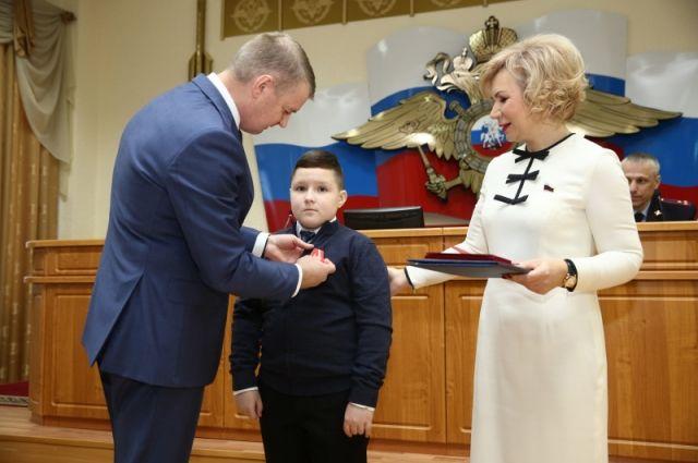 Ямальского школьника наградили медалью «За спасение жизни»
