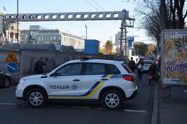В Днепре из ТЦ Славутич спасатели эвакуировали всех людей.