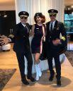 Их мама в компании Ренди Гербера и давнего друга семьи (и по совместительству - экс-бойфренда) Джорджа Клуни. Куда летит этот жуткий экипаж?