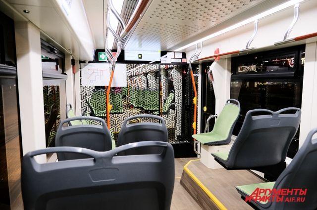 В салон нового трамвая может войти 155 пассажиров.