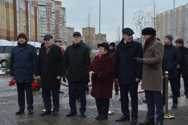 В Тюмени Андрей Артюхов открыл сквер имени Льва Ровнина