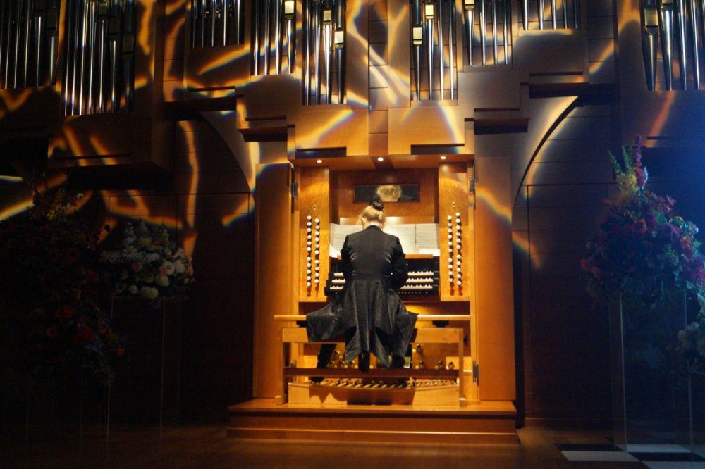 Елена Коземиренко сыграла на органе