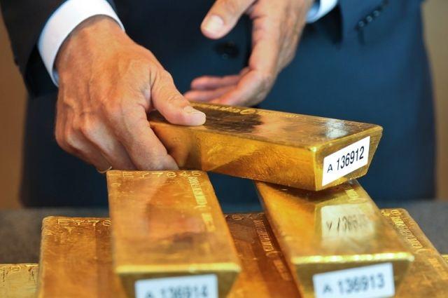 Кризис на носу? Зачем Россия в больших количествах скупает золото