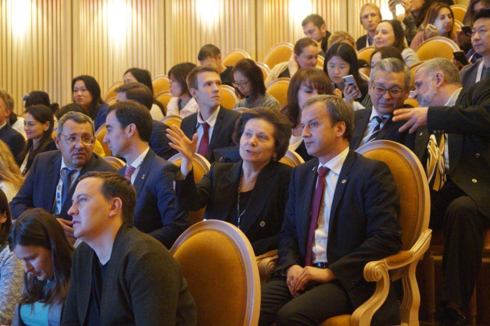 Аркадий Дворкович и Наталья Комарова