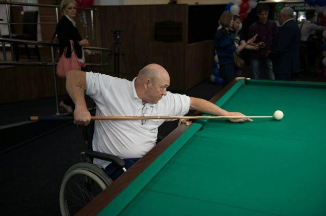 После реабилитации Сергей иногда вставал на ноги, но не надолго – устаёт.