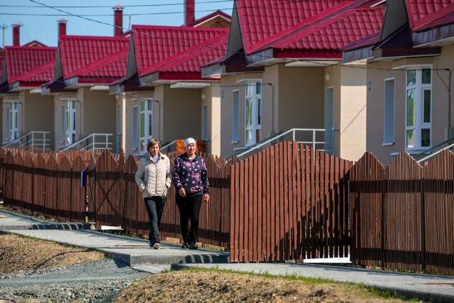 В таких новых, кмфортных домах живут труженники сельхозпредприятий Сахалина.