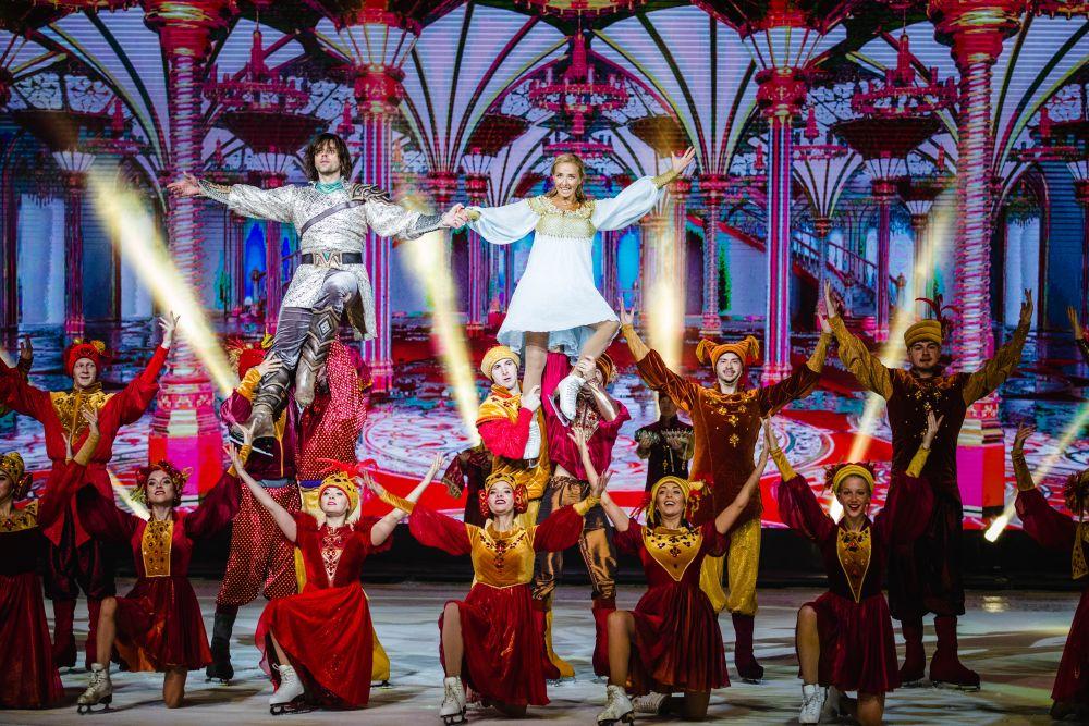 В шоу используется огромное количество спецэффектов.