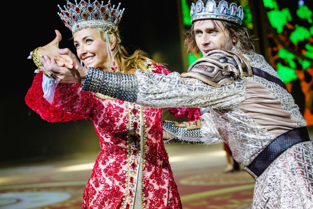Главные партии исполнили Татьяна Навка и Петр Чернышев.