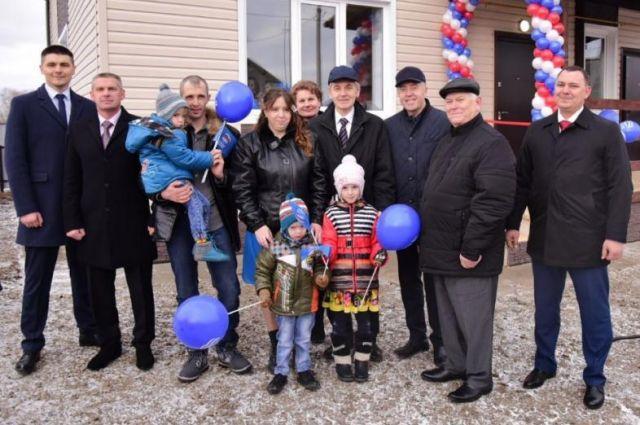 Многодетная семья из Аромашевского района получила ключи от нового дома