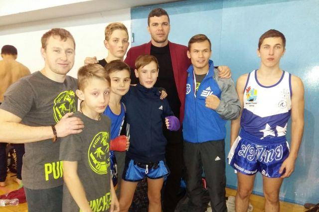 Артем Левин и нижегородские тайбоксеры на Кубке Содружества-2018.