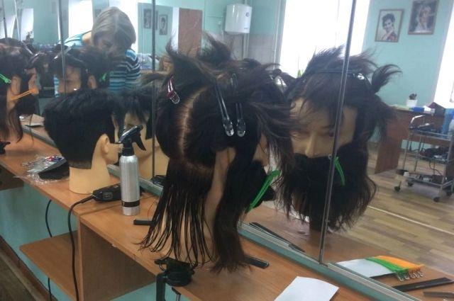 В Тюмени прошедшие обучение парикмахеры провели мастер-класс