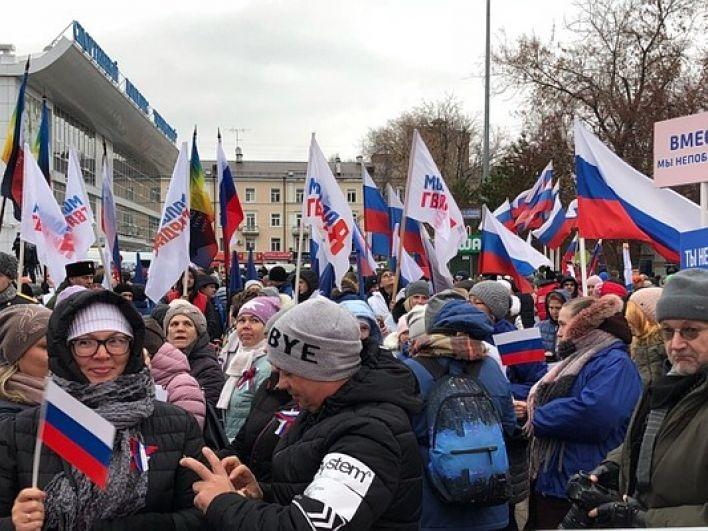 Тысячи тюменцев празднуют День народного единства.