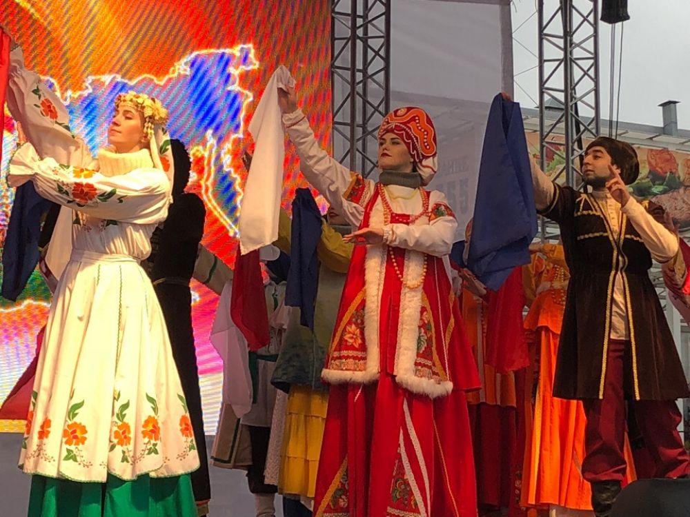 Праздничная программа в День народного единства.