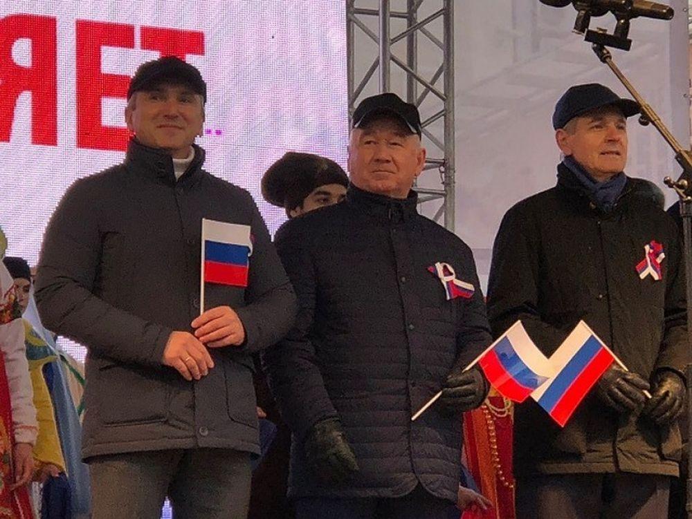 Губернатор Александр Моор поздравил жителей и гостей Тюменской области с праздником.