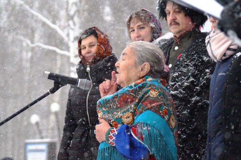 Мария Кузьминична Волдина выступила с речью на хантыйском языке.