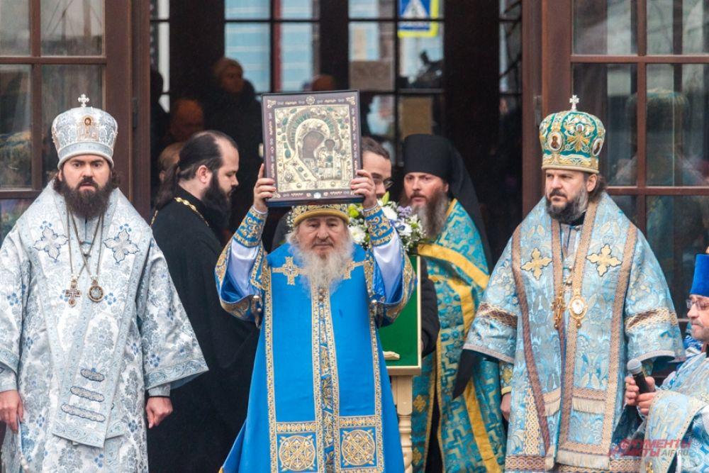 Глава Татарстанской митрополии обратился к участникам торжеств с архипастырским словом.