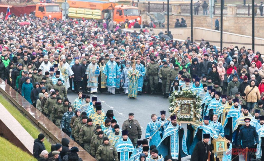 Для крестного хода используется та самая - Казанская икона Богородицы, обретенная в Казани в 2005 году, так называемый ватиканский список, который передал Папа Иоанн Павел II.