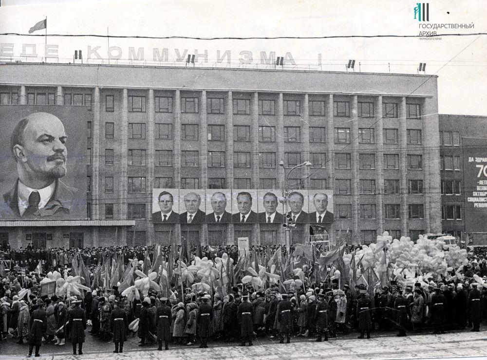 Вид на праздничные трибуны, 1987 год.