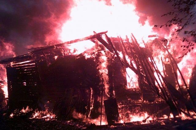 Небрежность в обращении с огнём приводит к большому пожару с тяжёлыми последствиями.