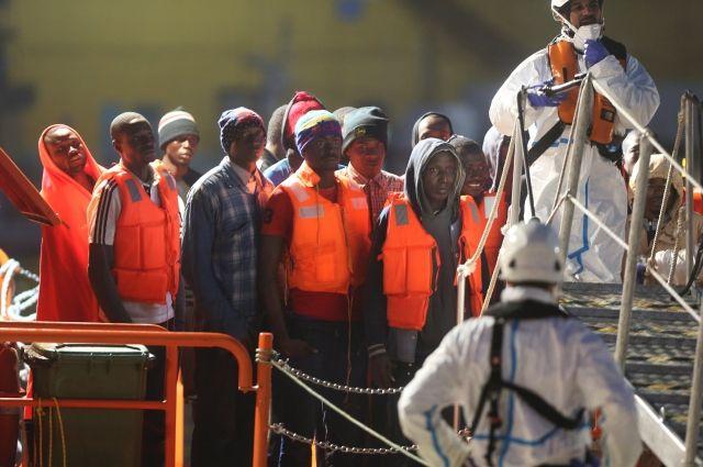 При крушении 2-х  лодок уберегов Испании погибли поменьшей мере  17 мигрантов