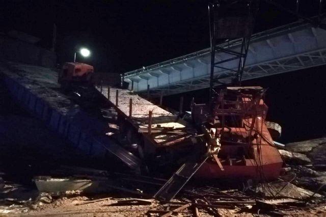 В сети опубликовали видео с места обрушения моста в ХМАО