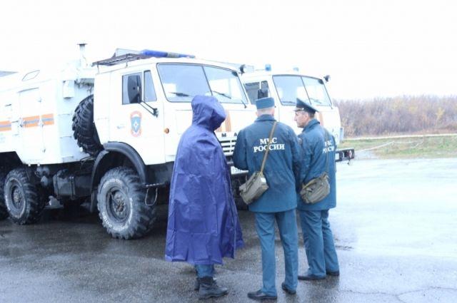 Всего на месте происшествия работают 71 человек и 20 единиц техники.