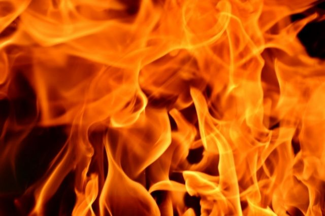 В Омске во время пожара в Кировском округе эвакуировали 20 человек