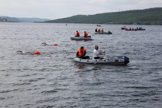 Водолазами было совершено 12 погружений и обследовано 2500 кв. км акватории дна реки Амур.