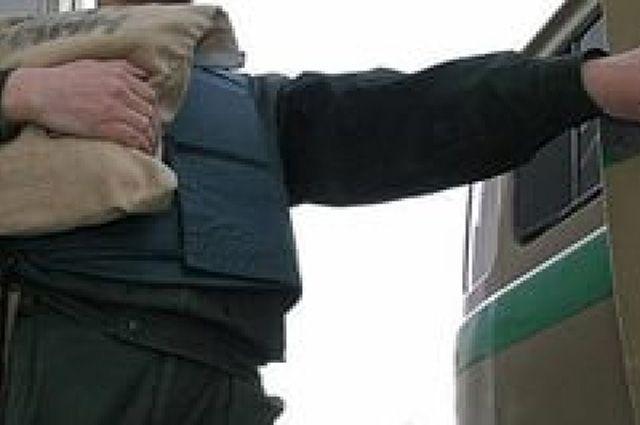 Инкассатор перевозил 3 миллиона рублей.