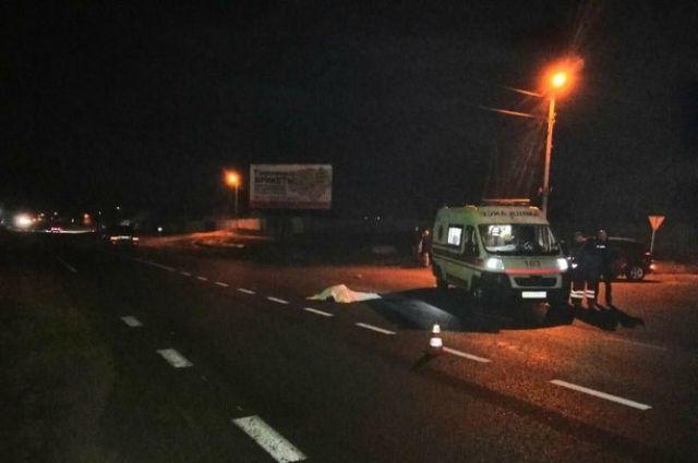 Вечером в понедельник, 5 ноября, в Харьковской области внедорожник Lexus насмерть сбил двух человек на пешеходном переходе.