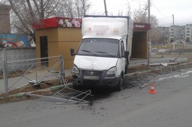 Отлетели осколки: в ДТП с «ГАЗелью» пострадала орчанка.