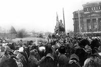 98 лет назад, 7 ноября 1920 года, напротив оперного театра в Перми открыли памятник, посвящённый третьей годовщине Октябрьской революции.