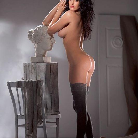 Даша Астафьева в этом году выпустила очень откровенный клип «Fetish». Кроме того, певица часто выставляет свои эротические фото.