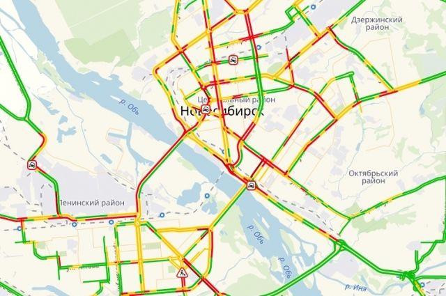Новосибирск сковали многокилометровые пробки в вечерний час пик
