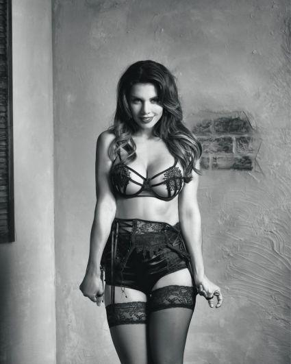 Певица выпустила клип «Ни слова о нем», поучаствовала в скетчкоме ТНТ «Love is», выпустила сингл «Шантарам».