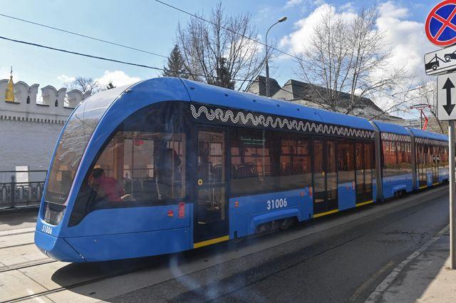 Трамвай нового поколения «Витязь-М» на маршруте в Москве.