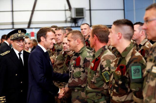 Президент Франции Эммануэль Макрон на встрече с французскими солдатами