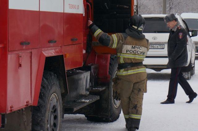 К месту пожара выехали три автомобиля.