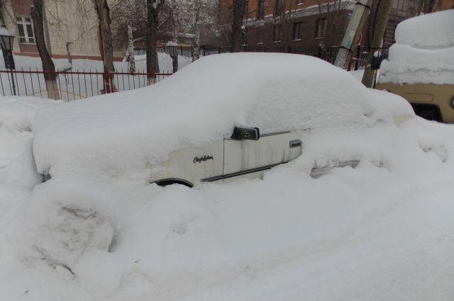 Снегопады в Новосибирске затянулись.