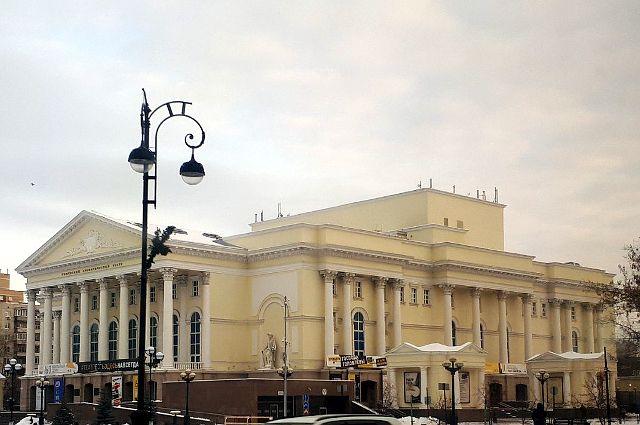 Актеры Тюменского драматического театра получили заслуженные дипломы