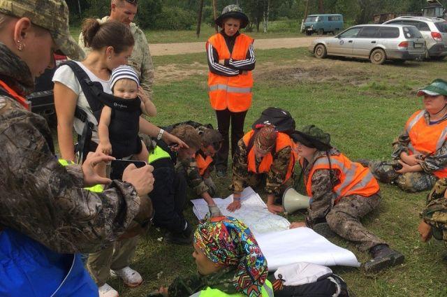 Волонтеры ведут поиски пропавших под руководством полиции и МЧС. т