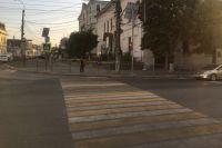 По предварительным данным, девушка переходила дорогу на запрещающий сигнал.