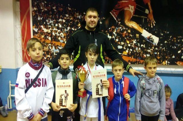 Юная каратистка привезла в Ноябрьск Кубок Мацушимы