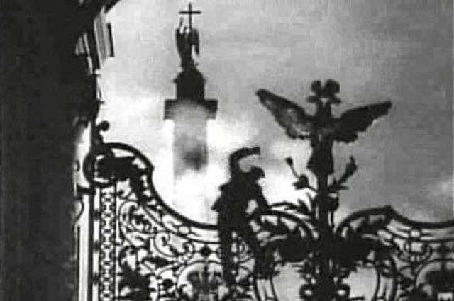 Кадр из фильма «Октябрь», 1927 г. Штурм Зимнего дворца.