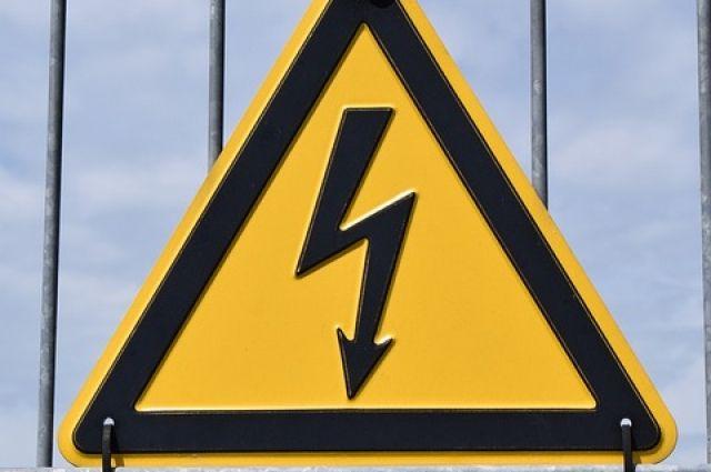 Все необходимые знаки на электроподстанции были вывешаны.